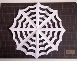 折り紙のくもの巣